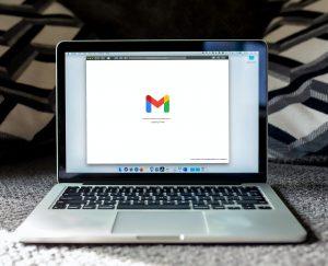 E-mail marketing: posso mandar o mesmo e-mail para meus contatos?
